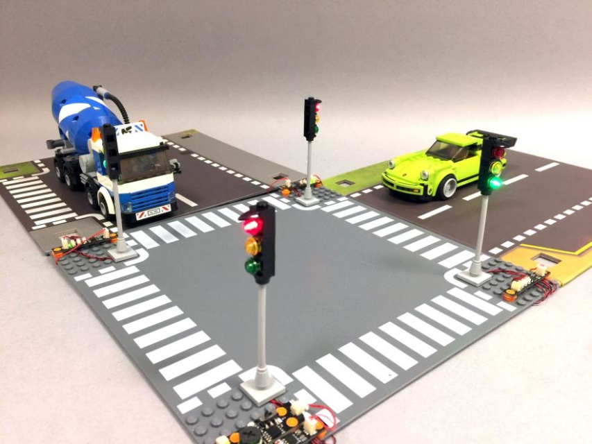 Deluxe 4-Way LED Traffic Light Intersection Kit